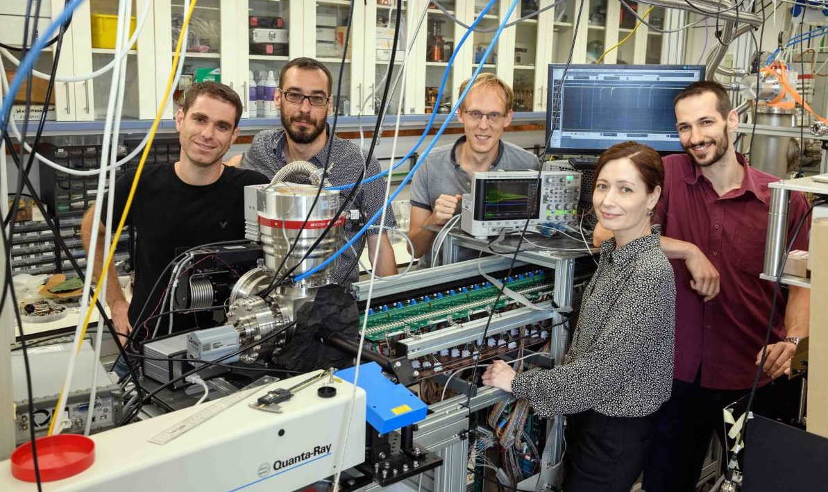 Prof. Narevicius and his research team